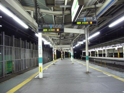 早朝の浦和駅